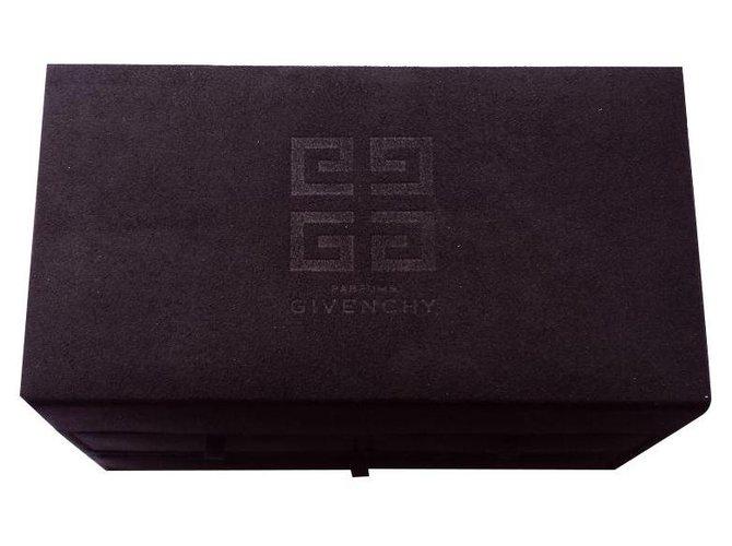 Décoration divers Givenchy Bourses, portefeuilles, cas Autre Noir ref.160578