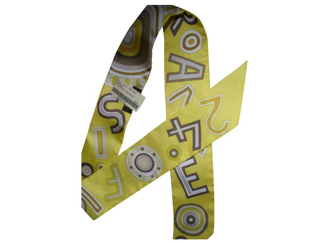 Hermès Silk scarves Silk scarves Silk Yellow ref.160836