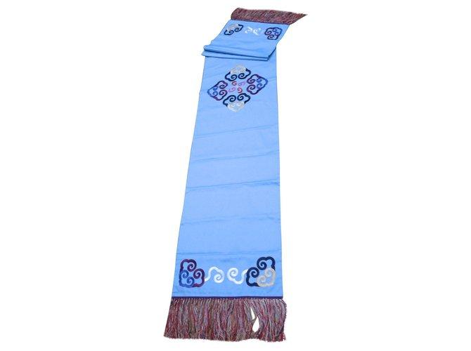 Décoration divers Shanghai Tang Chemin de table ou de lit  shanghai Tang coton et soie 284 x 51,5 cm Soie,Coton Bleu clair ref.162595