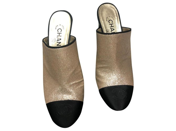 CHANEL MULES WITH HEEL 8 CM NEW Golden Leather Metal  ref.163097