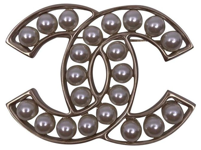 Chanel Brooch with Chanel pearls 2019 Pins & brooches Metal Silvery ref.163309