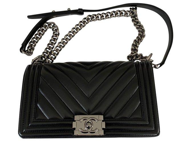 Sacs à main Chanel Sac Chanel Boy Noir Cuir Noir ref.164196