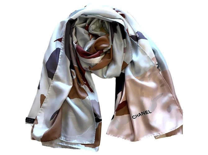 Chanel STOLE CHANEL SILK Scarves Silk Multiple colors ref.165031