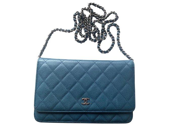 Sacs à main Chanel Portefeuille CHANEL sur chaine en cuir bleu caviar Cuir Bleu ref.165158