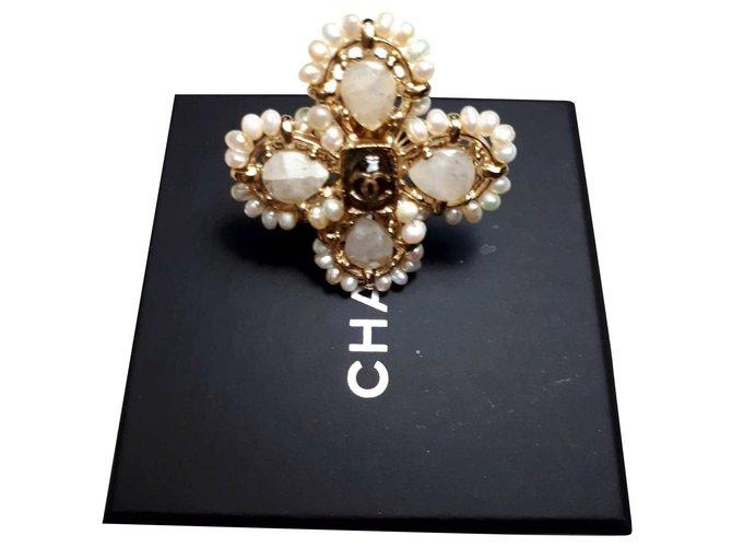 Bagues Chanel Bague Chanel neuve jamais portée Perle Doré ref.167258