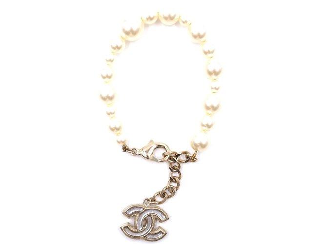 Bracelets Chanel Bracelet en verre Chanel Creamy Pearls CC Perle Beige ref.168020