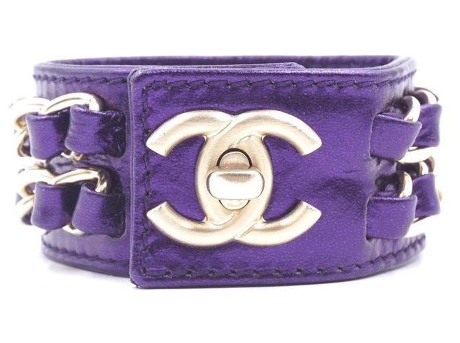 Bracelets Chanel Chanel CC Turnlock Chains Cuff Sku #28332 Cuir Violet ref.168044