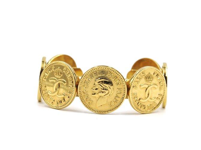 Bracelets Chanel Chanel Gold CC Medallion Coins Cuff Métal Doré ref.168226