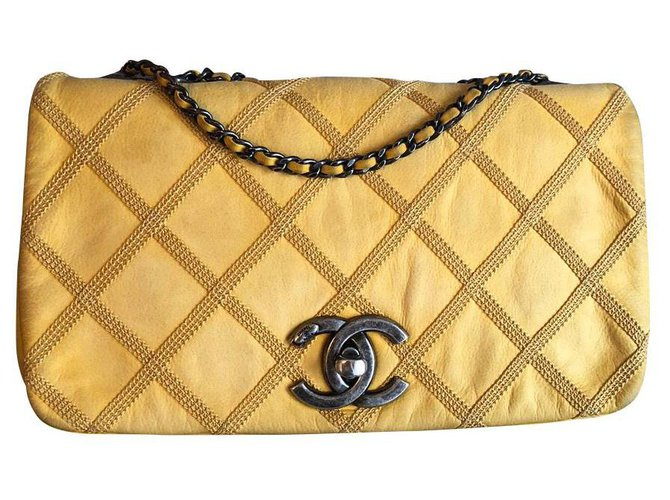 Sacs à main Chanel Chanel Cuir Jaune ref.168427