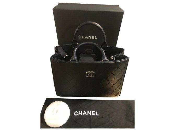 Sacs à main Chanel Small shopping bag Cuir Bleu foncé ref.168821