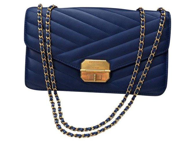 Sacs à main Chanel Chanel Cuir Bleu ref.168981