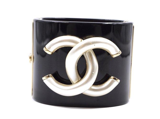 Bracelets Chanel Bracelet manchette CC extra large noir Chanel Métal Noir ref.173547