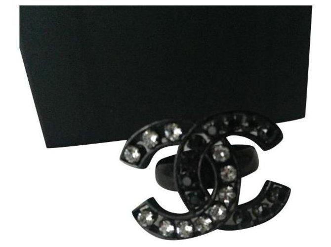 Bagues Chanel Chanel bague CC strass noir & blanc en métal noir Métal Noir,Métallisé ref.173810