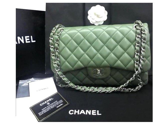 Sacs à main Chanel Sac à rabat doublé classique Chanel Jumbo Cuir Vert olive ref.184335