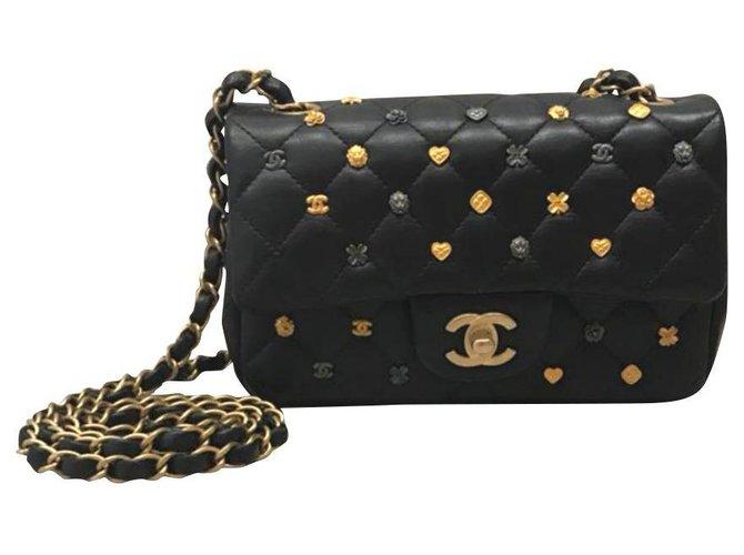 Sacs à main Chanel Sac à rabat Chanel mini porte-bonheur en édition limitée. Cuir Noir ref.184381