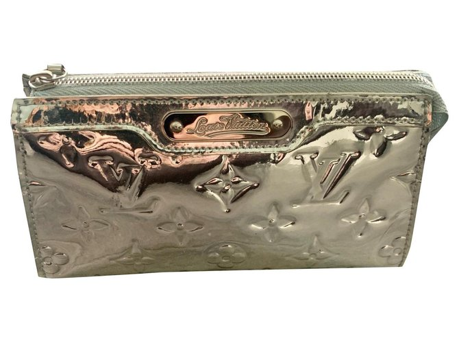 Louis Vuitton SILVER VUITTON TOILET COVER Purses, wallets, cases Patent leather Silvery ref.189034