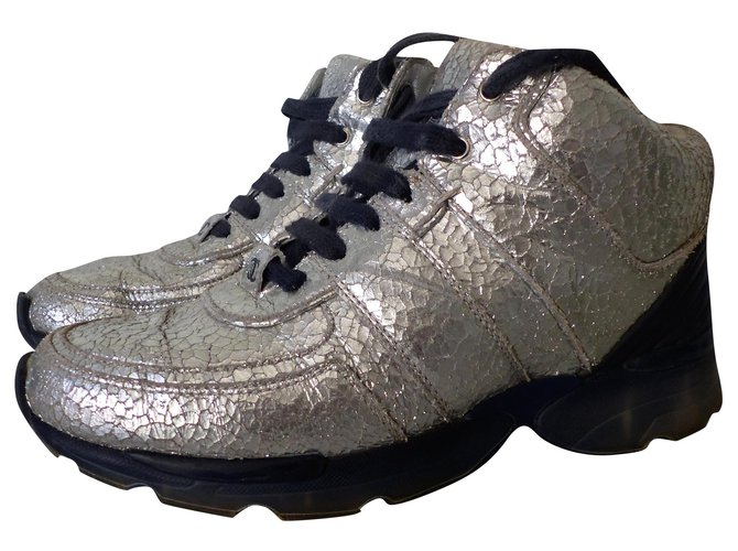 Chanel Sneakers Silvery Leather  ref.203583
