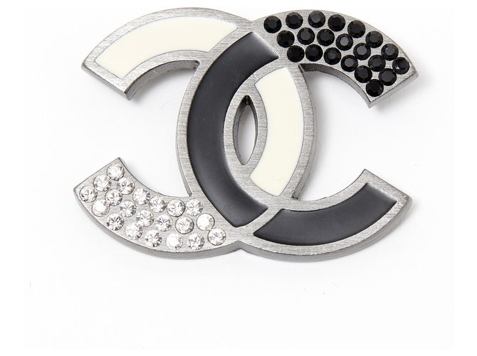 Chanel CC BLACK WHITE Pins & brooches Metal Silvery ref.224184