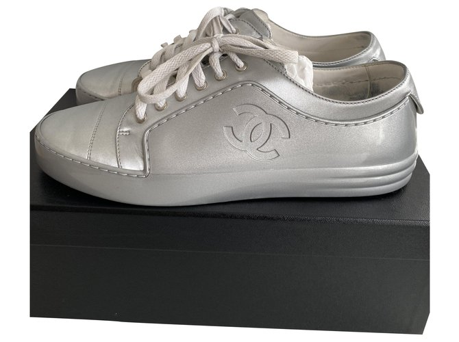 Chanel CHANEL SILVER SNEAKERS , taille 40,5 Sneakers Leather Silvery ref.227187
