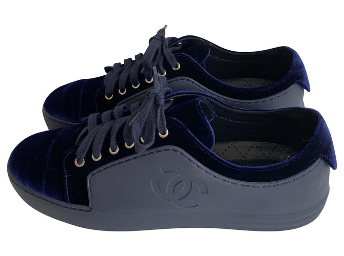 Chanel Chanel sneakers in leather / velvet , blue night . taille 40,5 Sneakers Leather,Velvet Navy blue ref.227190