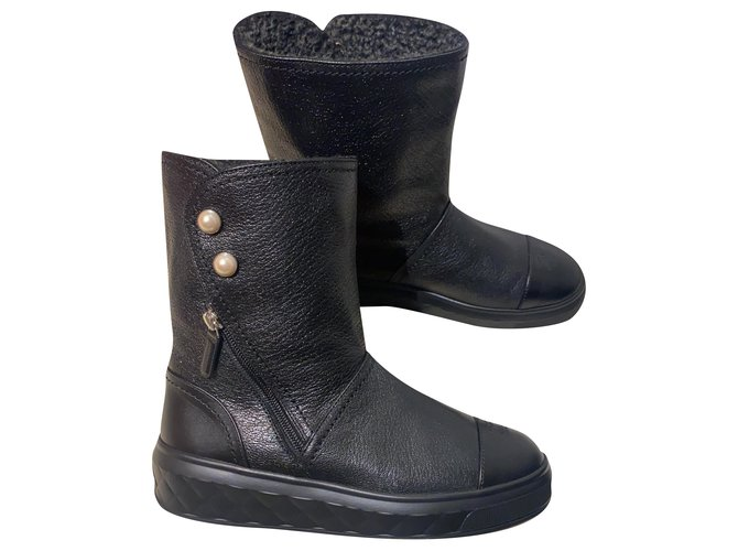 Chanel Pearl  (eco) fur lines boots Boots Leather Black ref.233000