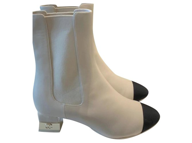 Chanel Iconic chanel cc lock Ankle Boots Leather,Patent leather Black,White ref.233002