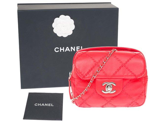Chanel Lovely Chanel mini bag / wallet in red leather, Garniture en métal argenté Handbags Leather Red ref.233197
