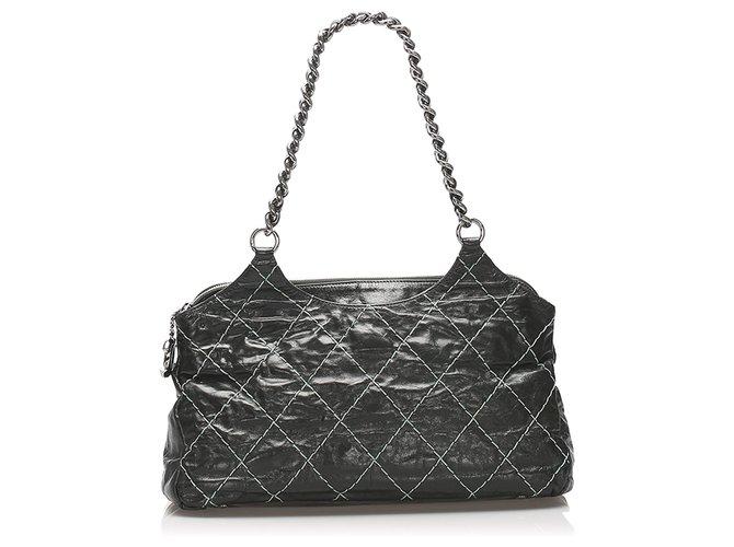 Sacs à main Chanel Sac à bandoulière en cuir noir Chanel Wild Stitch Cuir,Autre,Métal,Veau façon poulain Noir ref.234099