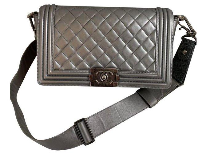 Boy Chanel Silvery Leather  ref.245132