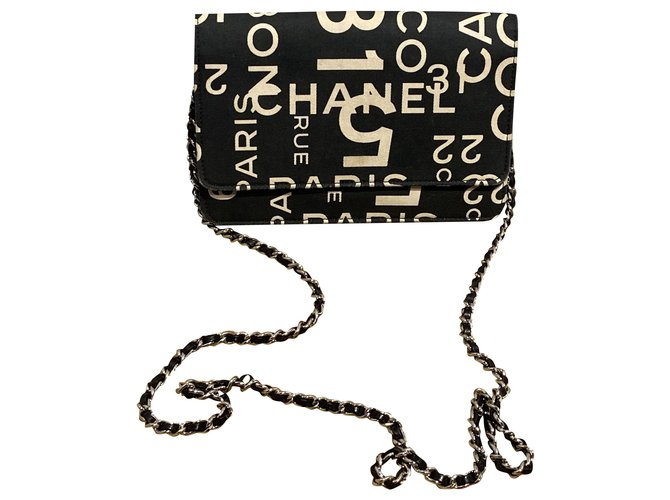Chanel Clutch bags Clutch bags Leather,Cloth Black,Beige ref.248407