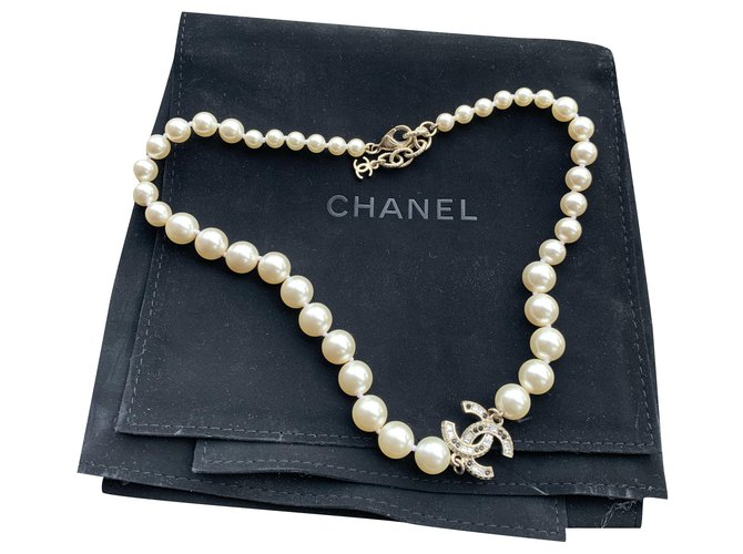 Chanel Necklaces White Pearl  ref.269133