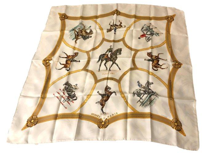 """Rare Carré Hermès """"Général L'Hotte; French Riding School by Jean de Fougerolle White Silk  ref.274593"""