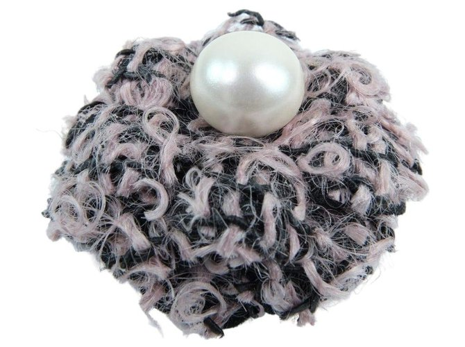 Chanel Chanel Camellia Pins & brooches Tweed Pink ref.277395