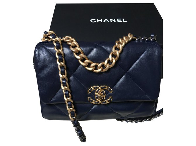 Chanel 19 Bag, Rare and sold out color : Navy Navy blue Lambskin  ref.303849