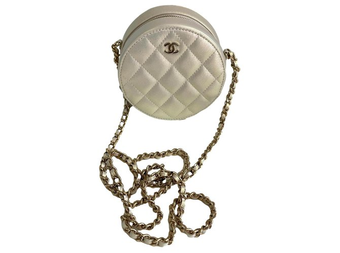 Chanel Pouch with chain Leather  ref.310039