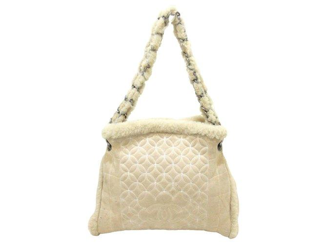 Chanel shoulder bag Cream Suede  ref.314314