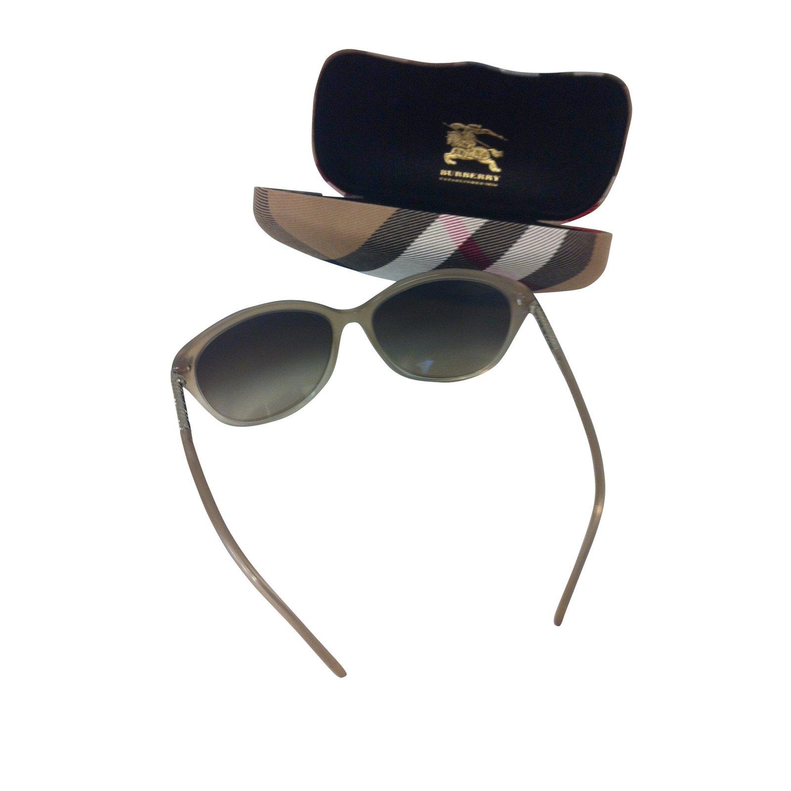 00f4343b10d Burberry Sunglasses Sunglasses Glass Taupe ref.10592 - Joli Closet