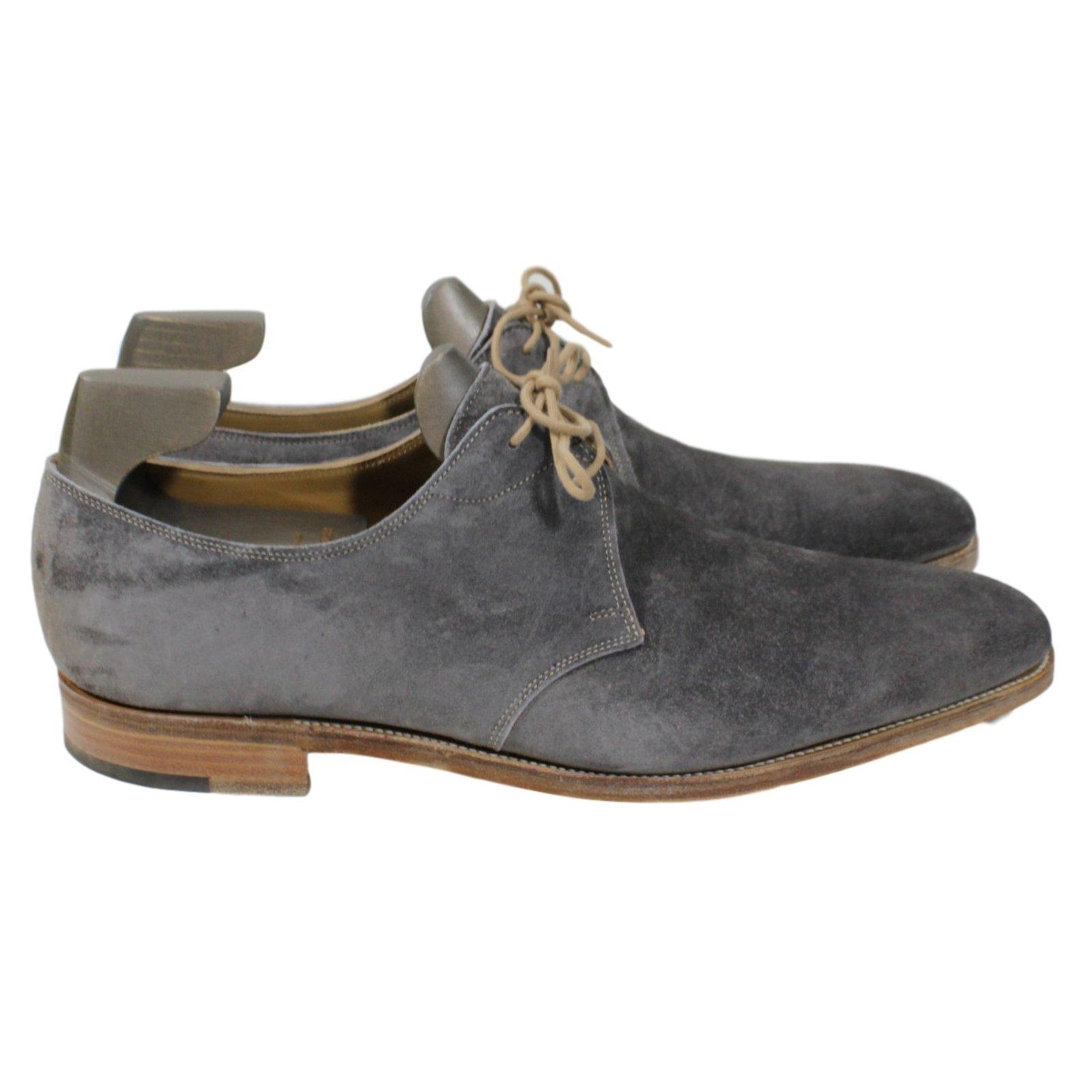 Chaussure en daim gris - Laver chaussure en daim ...