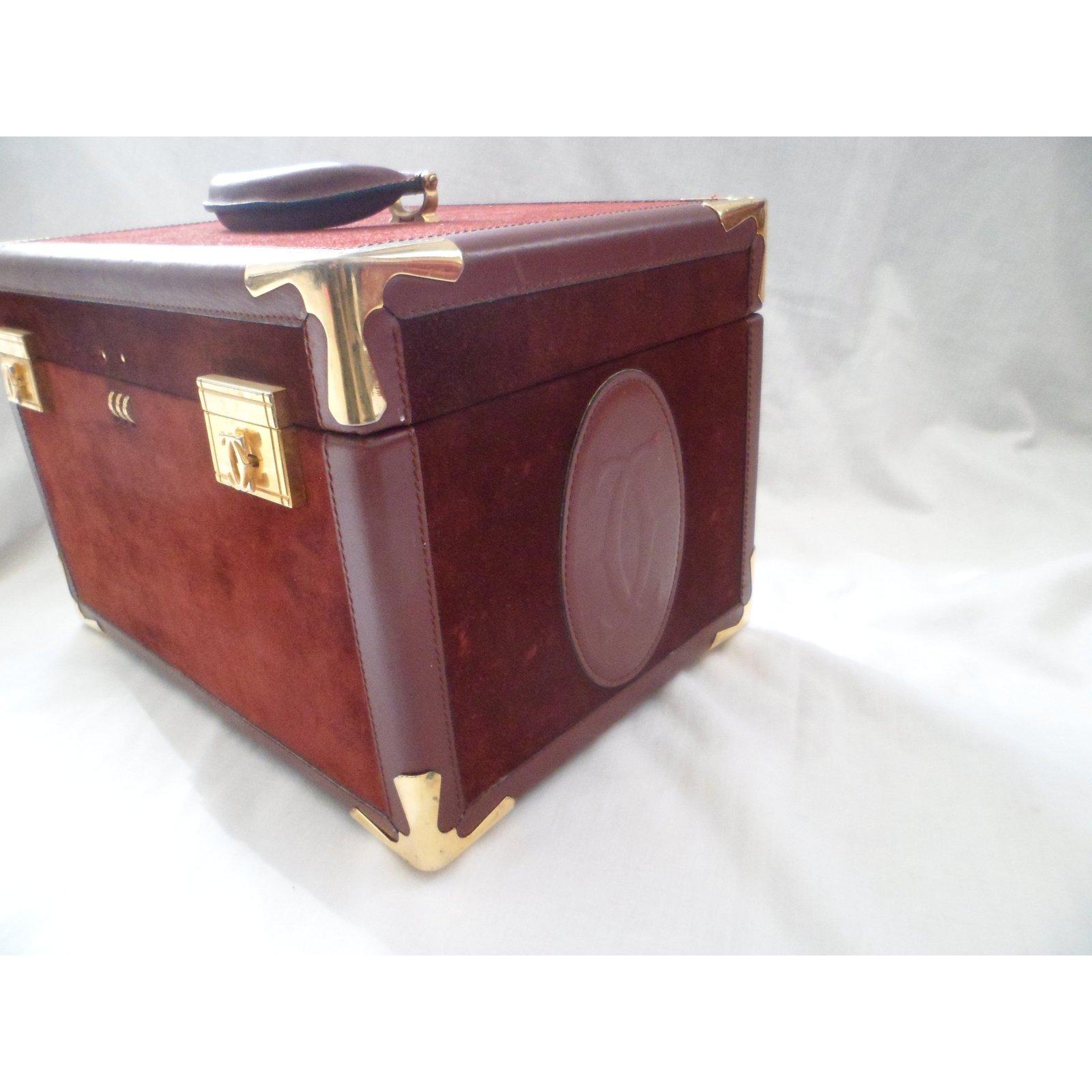 764b0e98463e Sacs de voyage Cartier Sacs de voyage Daim Bordeaux ref 15897 Joli Closet