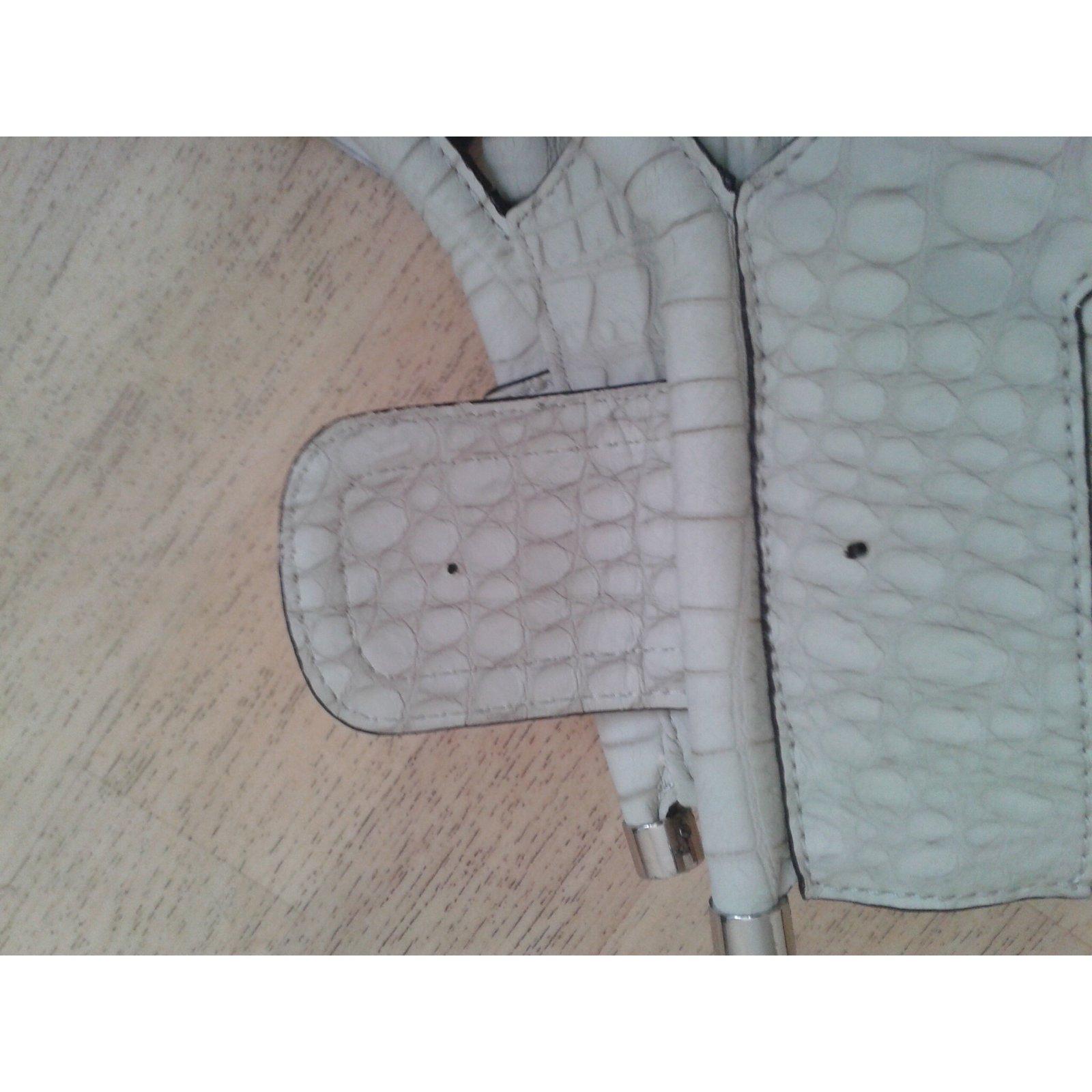 Guess Handbags Handbags Leather Other ref.16700 - Joli Closet ebf44e7b27cd3
