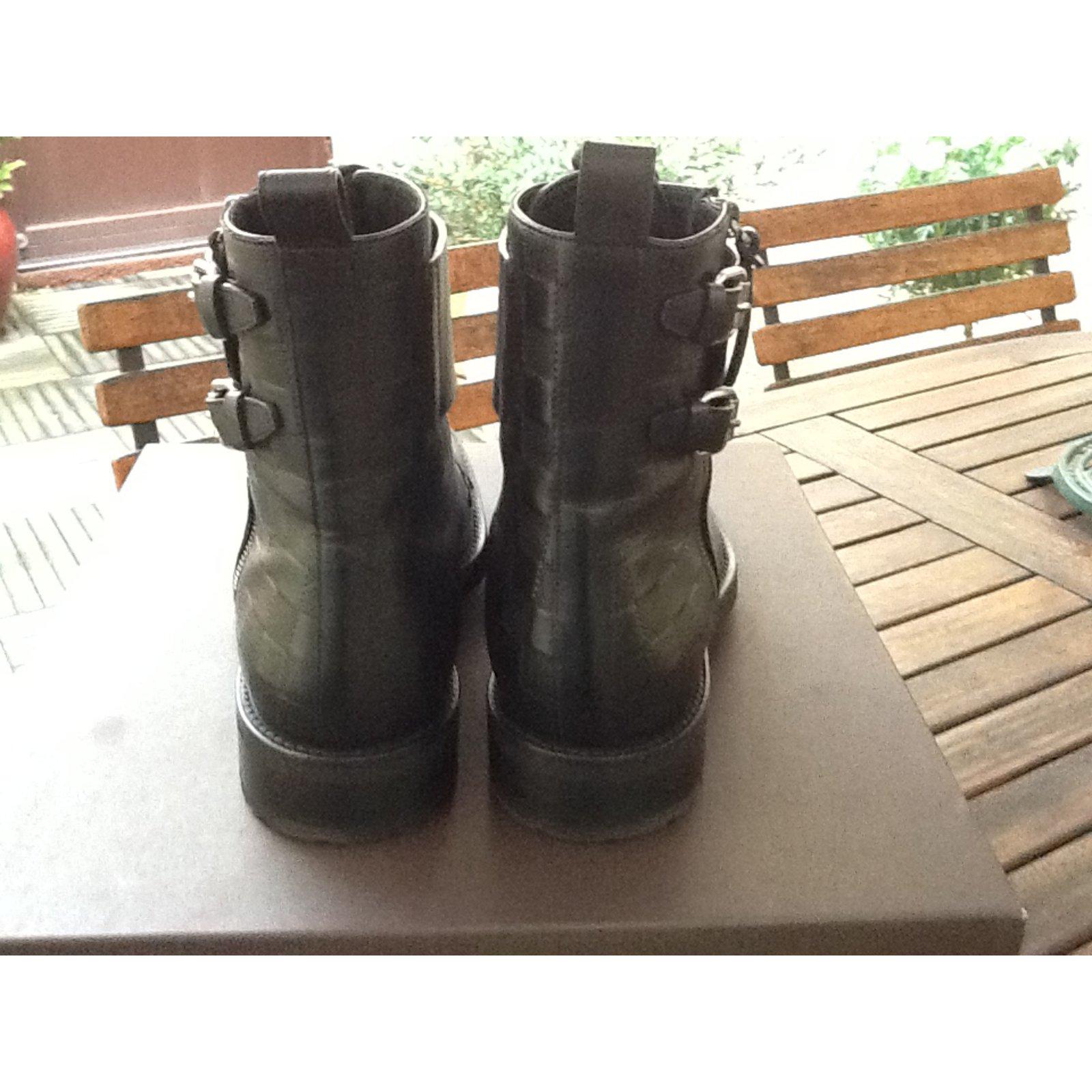Paire de boots rangers