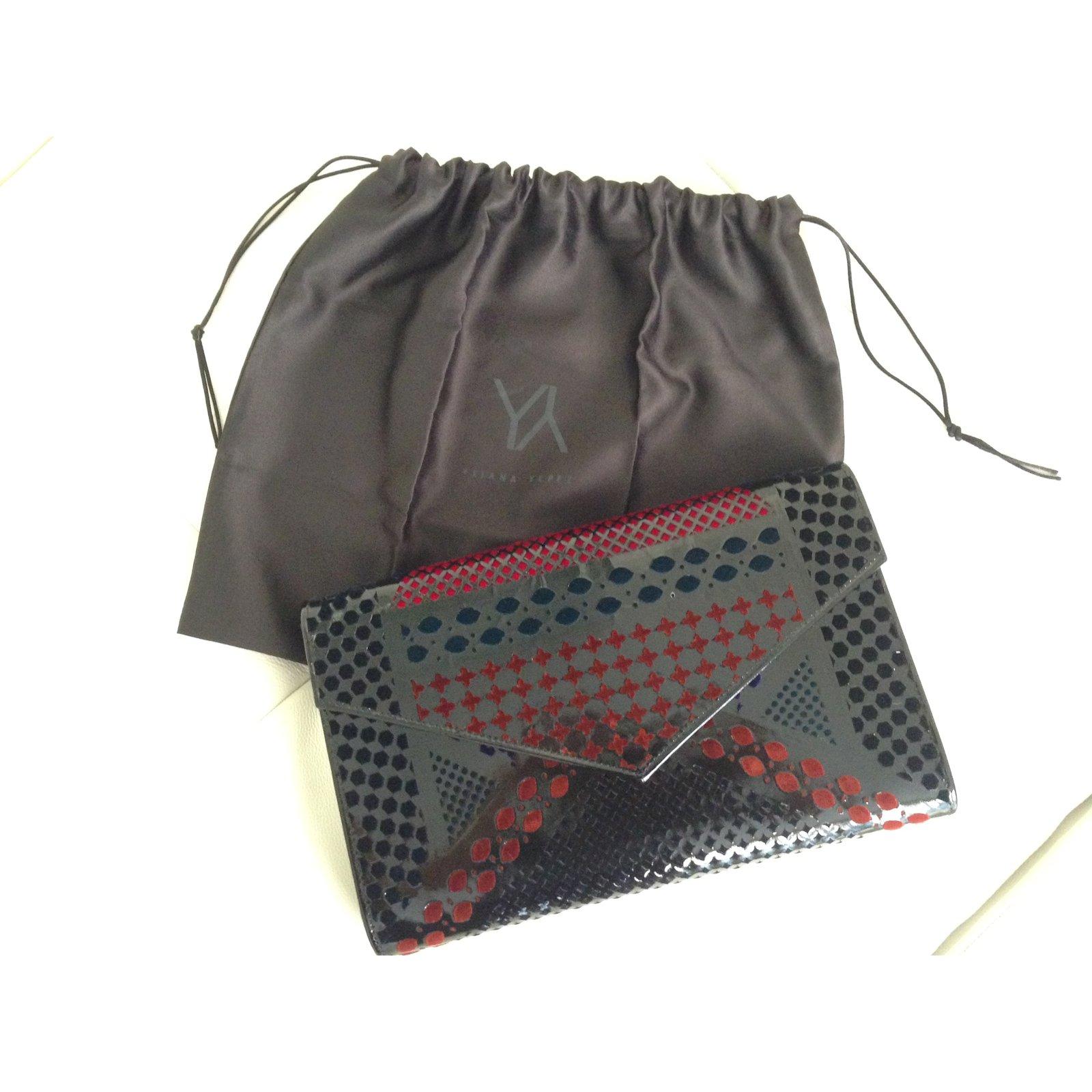 pochettes autre marque pochettes cuir vernis multicolore joli closet. Black Bedroom Furniture Sets. Home Design Ideas