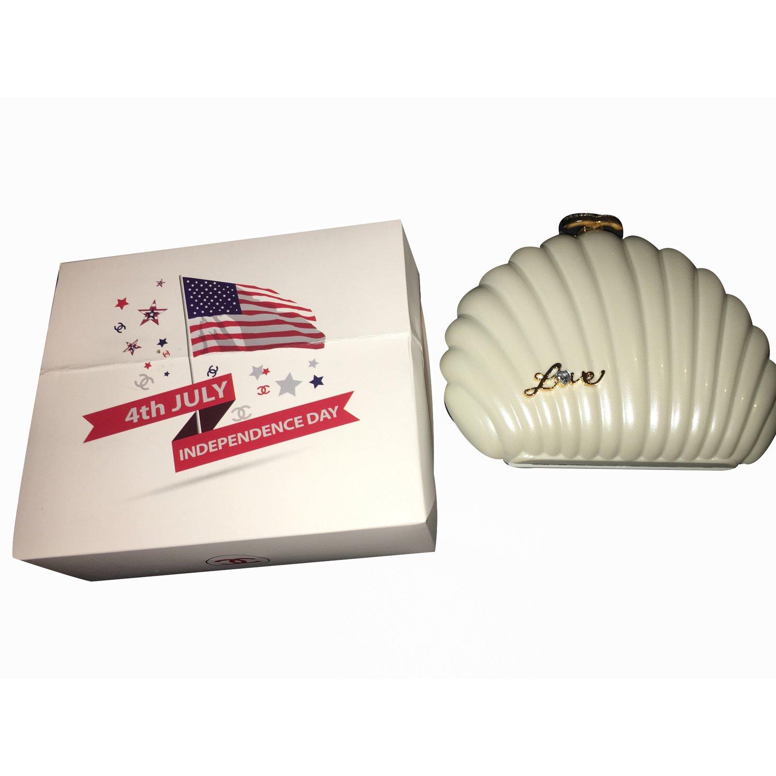 Shell chanels clutch photos