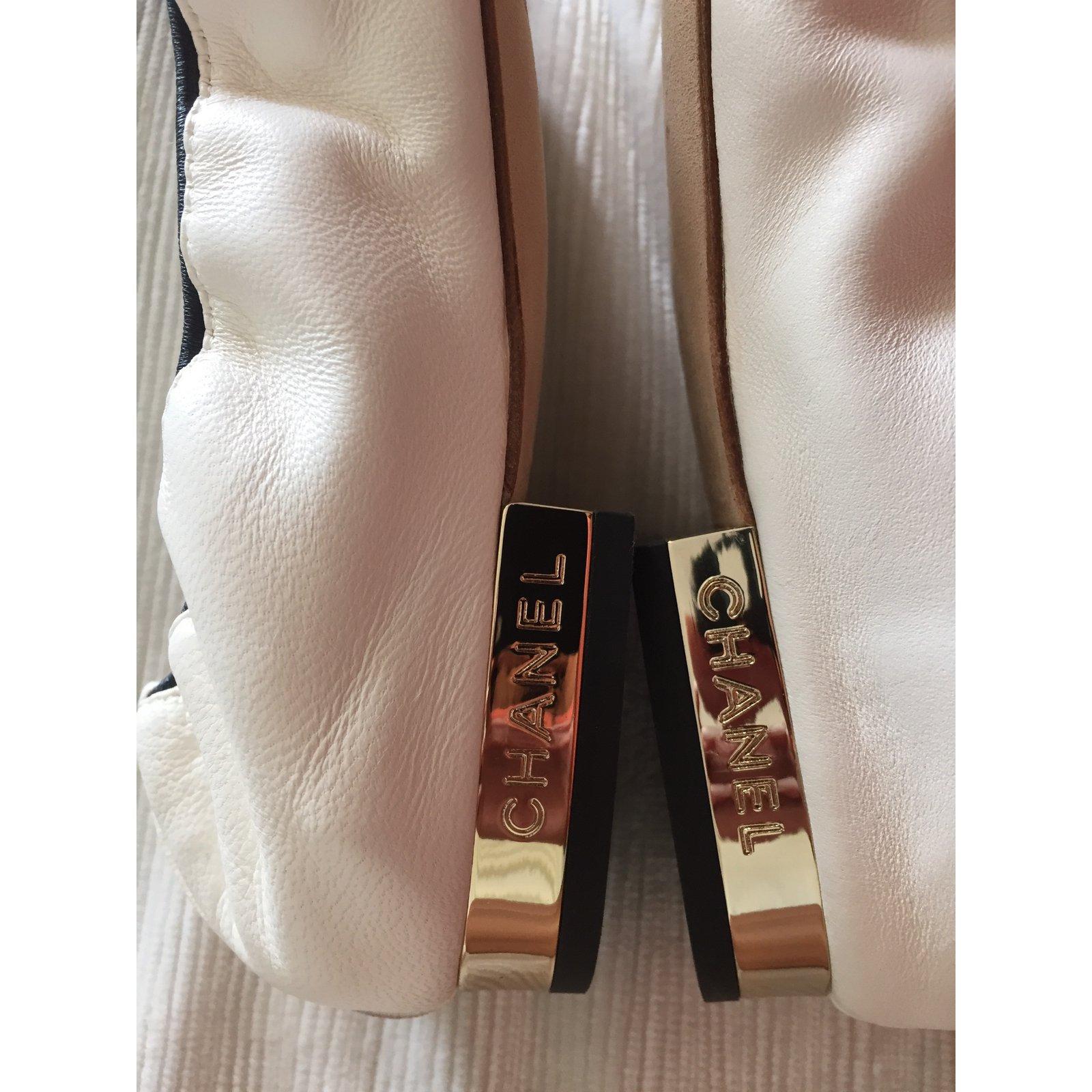 d728ff253eaa Chanel Chanel Ballerina Camélia Flats Leather White ref.23148 - Joli Closet