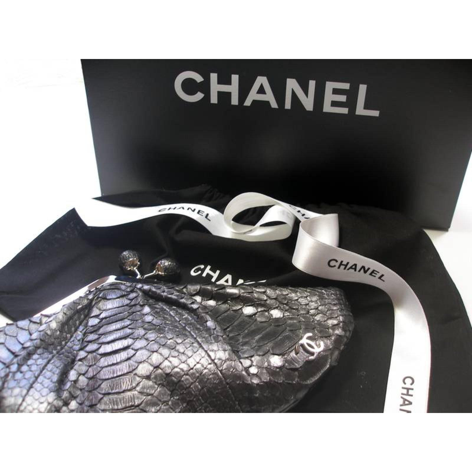 Chanel Python clutch limited edition Clutch bags Exotic leather Dark grey  ref.27013 - Joli Closet 1ca094e7d6a43