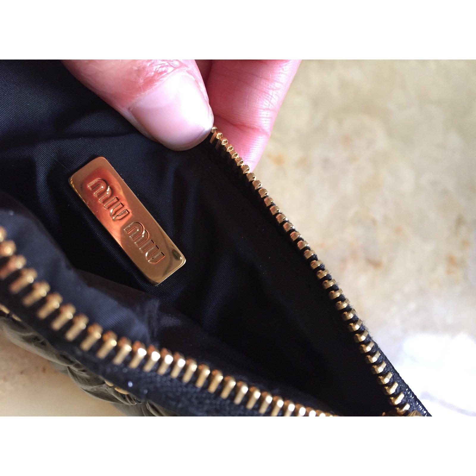 c7eee39fa493 Miu Miu Clutch bag Clutch bags Patent leather Black ref.27820 - Joli Closet