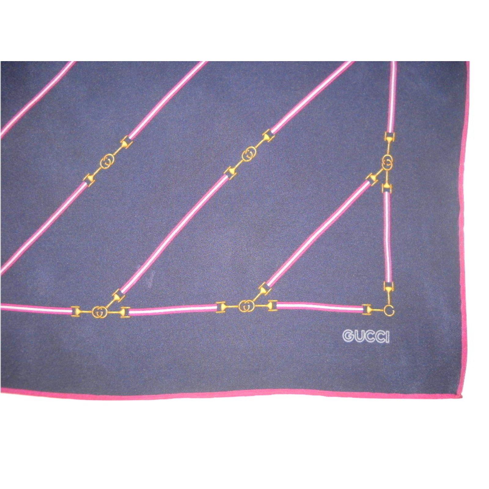6a90978fb67e Carrés Gucci Vintage foulard soie Soie Bleu,Gris,Bordeaux ref.28812 - Joli  Closet