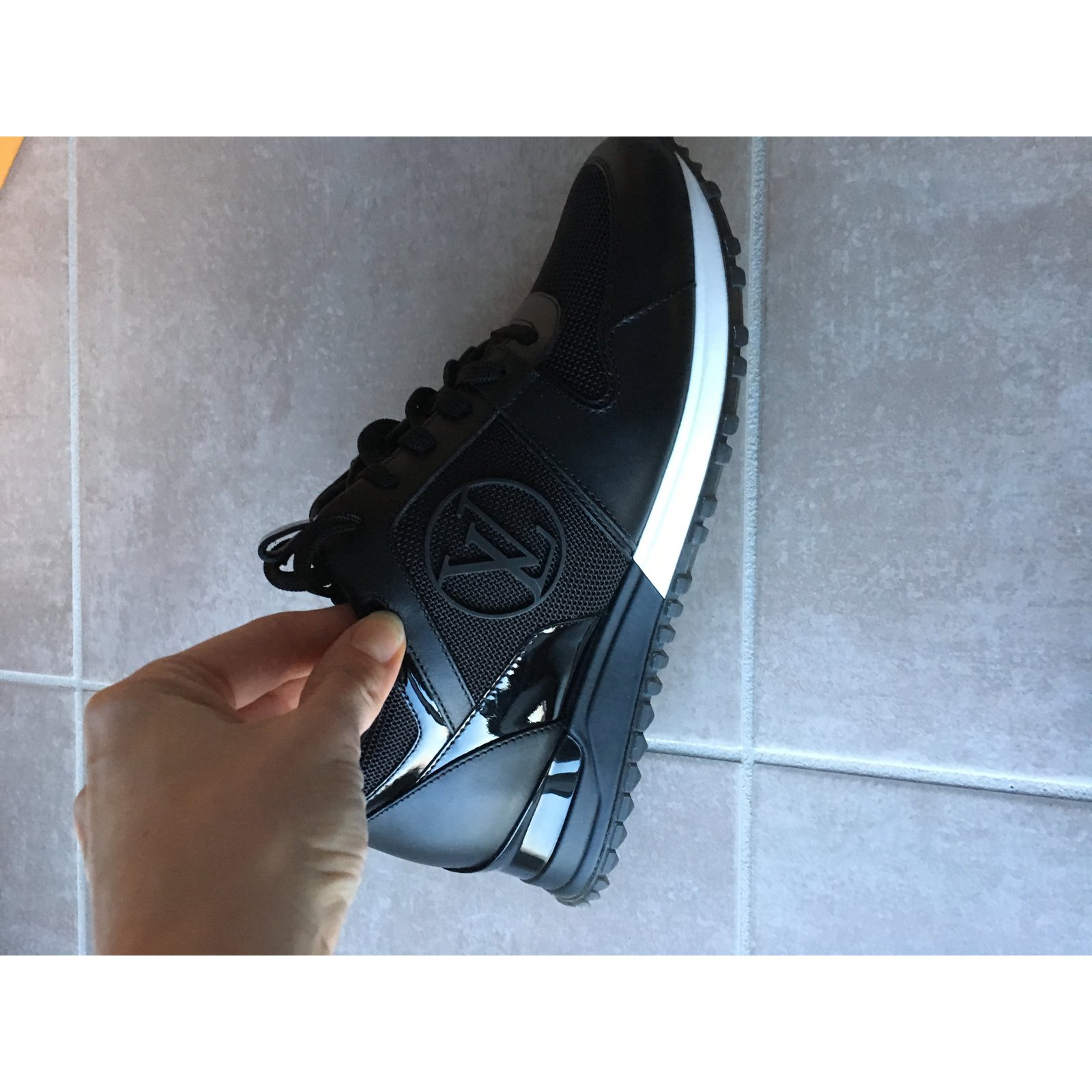 bc6c90bddd9c Baskets Louis Vuitton Run away Cuir Noir ref.32340 - Joli Closet