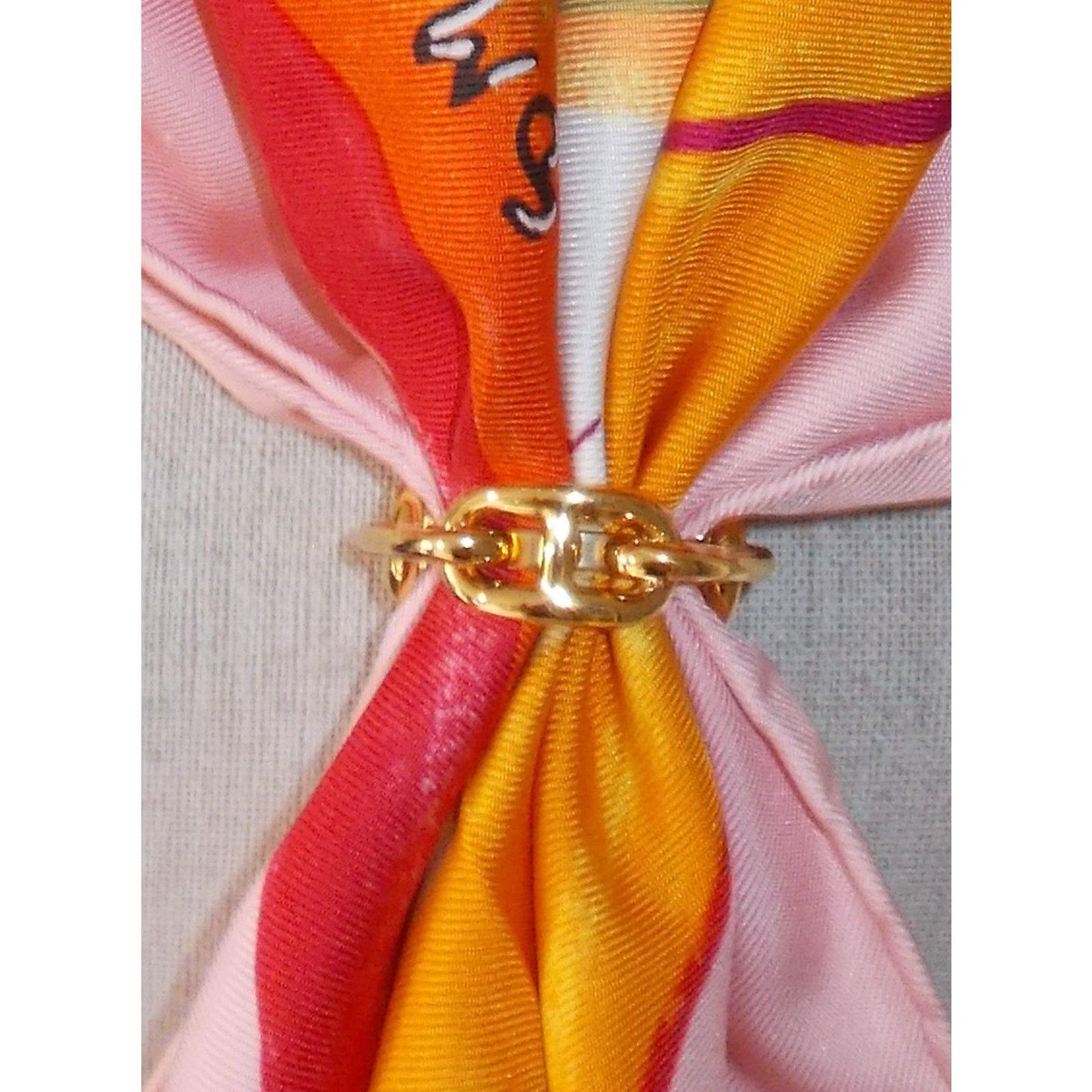 d698494a8ec Carrés Hermès Anneau de foulard Régate Chaine d Ancre Métal Doré ref.34847  - Joli Closet