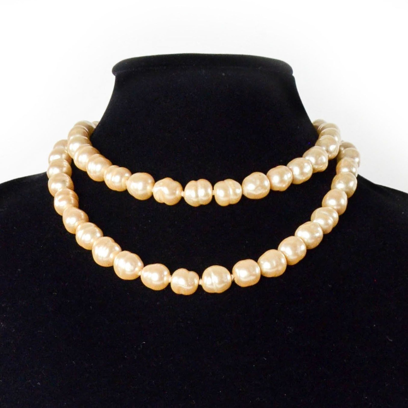 64668dde7e1 Facebook · Pin This. Colliers Chanel Collier de perles Vintage Perle Blanc  ...